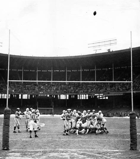 A field goal seals the deal as the Cleveland Browns win the 1950 NFL Championship.