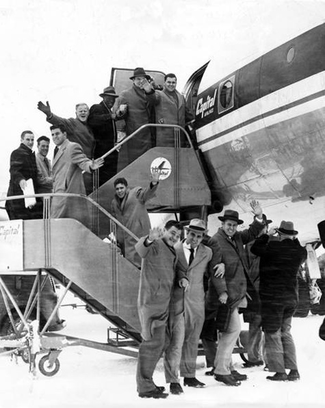 Browns depart from Cleveland to Los Angeles to play the Rams in the 1951 NFL Championship game