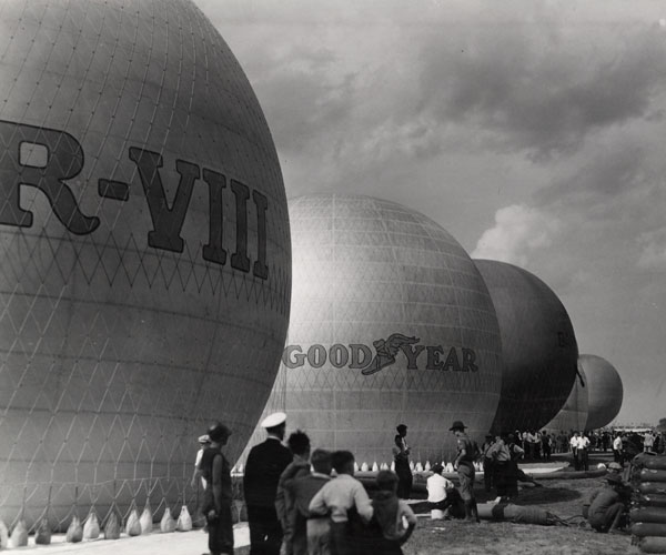 1930: Clevelanders Gather For A Balloon Race